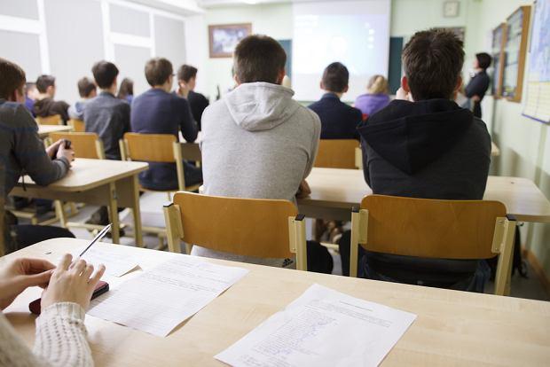 Bezstresowe dzwonki i elektroniczne uszy. Szkoła w Kaliszu chce spokojnej komunikacji dla uczniów