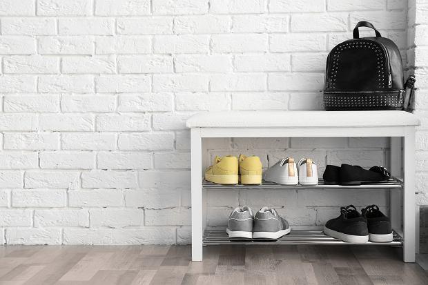 Szafki na buty do przedpokoju. Jak je wybrać?