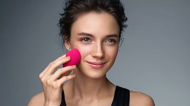 Produkcja beauty blendera rusza w 2008 roku. W dziedzinie wizażu zaczyna się nowa epoka, czubate jajko szybko staje się nieodzownym narzędziem makijażystów oraz niezbędnym elementem kosmetyczek.