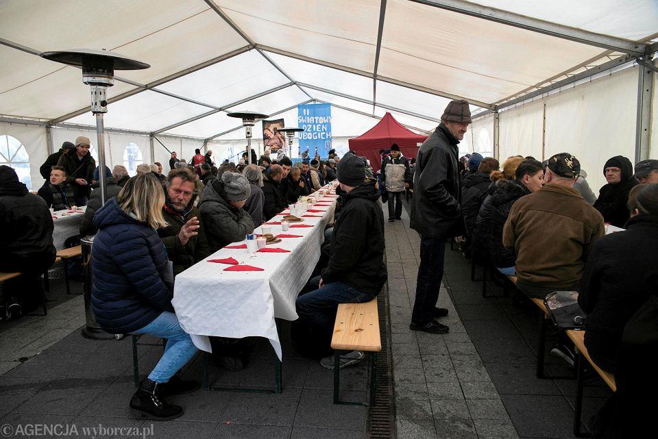 Zdjęcie numer 12 w galerii - Światowy Dzień Ubogich w Katowicach. Przyszło ok. 300 potrzebujących