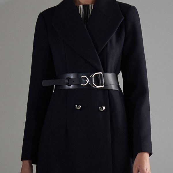 Czarny klasyczny płaszcz
