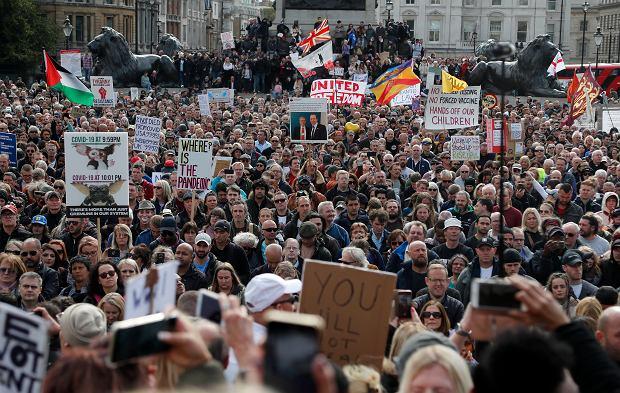 Londyn. Protest przeciwników restrykcji koronawirusowych, 26 września 2020 r.