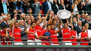 Arsenal Londyn z Tarczą Wspólnoty 2014