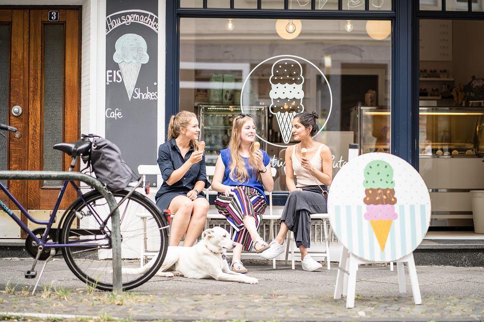 Modna Dzielnica Kreuzviertel w Dortmundzie z wieloma kawiarniami i restauracjami