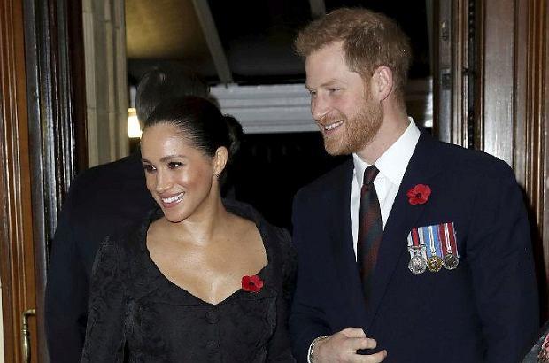 Księżna Meghan i książę Harry razem z całą rodziną królewską wzięli udział w uroczystościach w Royal Albert Hall w Londynie. Choć na tej samej gali zjawili się Kate i William, trudno o jakiekolwiek wspólne zdjęcie par.