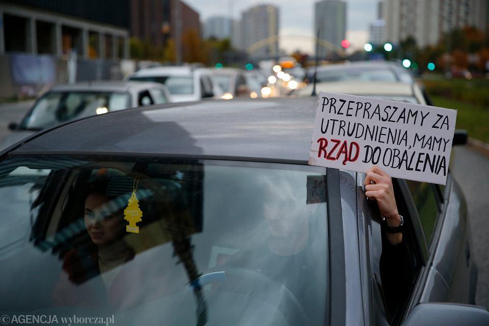 Blokowanie ruchu samochodowego w protescie przeciwko wyrokowi Trybunału Konstytucyjnego w sprawie aborcji, Katowice 27.10.2020