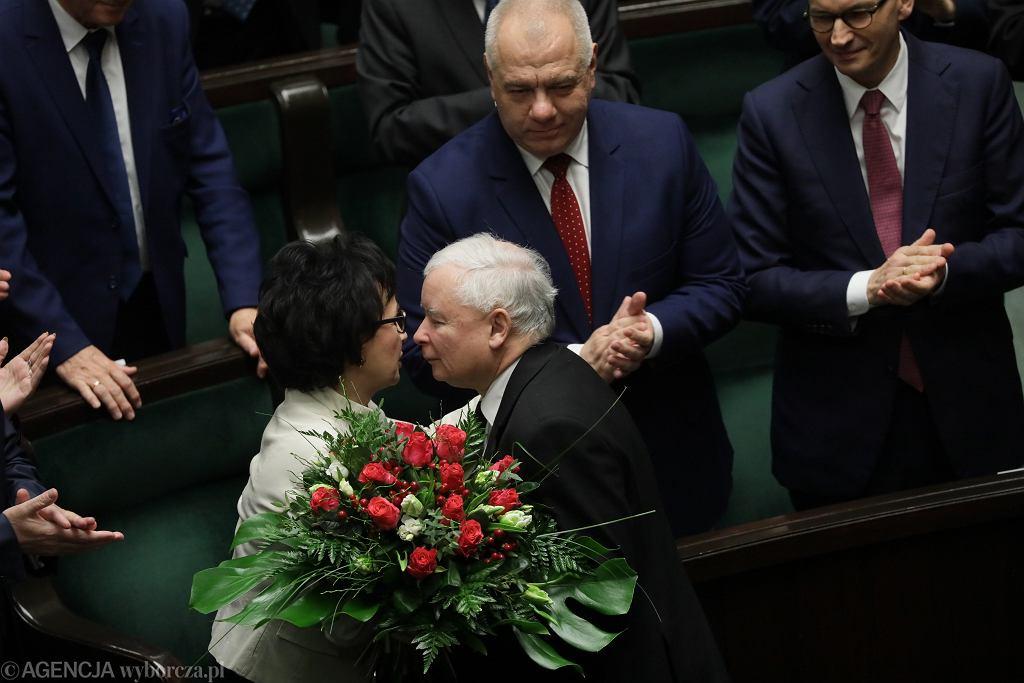 Elżbieta Witek przyjmuje gratulacje od prezesa PiS Jarosława Kaczyńskiego po wybraniu jej na Marszałka Sejmu.