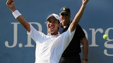 Kei Nishikori cieszy się z pokonania Novaka Djokovicia