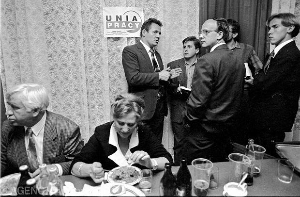 Wojewódzki Sztab Wyborczy Unii Pracy (rok 1993), po prawej Borys Budka z Platformy Obywatelskiej