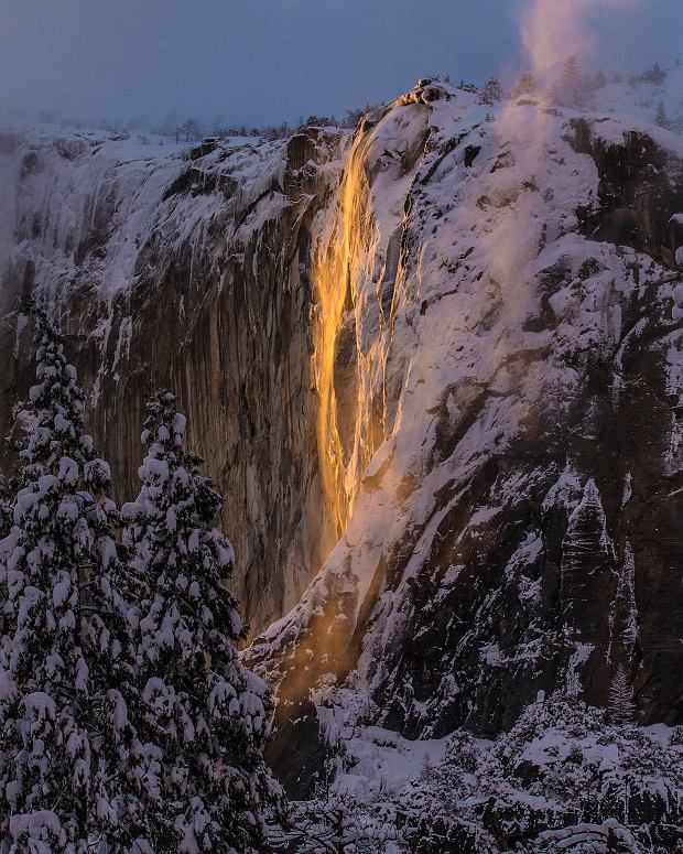 Płonący wodospad w USA. Niezwykłe złudzenie optyczne, które zdarza się tylko kilka dni w roku