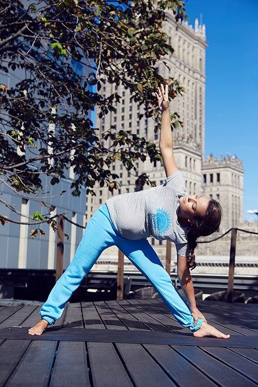 anna mucha trenuje jogę