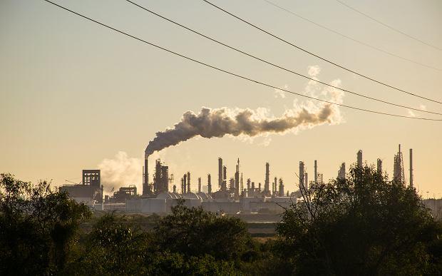 Głównym winowajcą jest po prostu dwutlenek węgla dostający się do atmosfery (fot. Shutterstock)