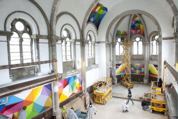 Wnętrze kościoła zapełniło się kolorowym graffiti
