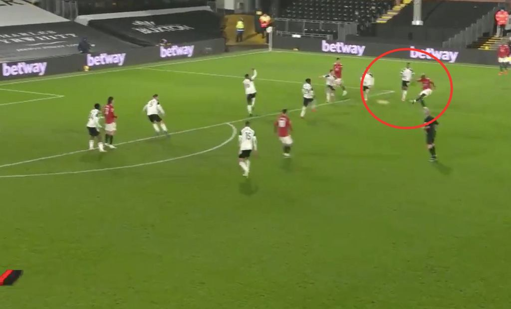 Paul Pogba, gol w 18. kolejce Premier League (Manchester United 2:1 Fulham). Źródło: Twitter