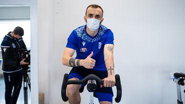 Nika Kwekweskiri - nowy piłkarz Lecha Poznań podczas testów medycznych w klinice Rehasport