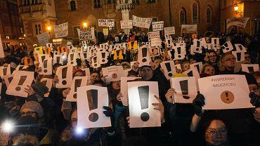 Strajk nauczycieli. Manifestacja poparcia na wrocławskim Rynku