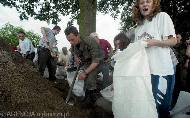 Zdjęcie numer 9 w galerii - 17 lat temu Odra zalała Wrocław. Tak wyglądało miasto [FOTO]