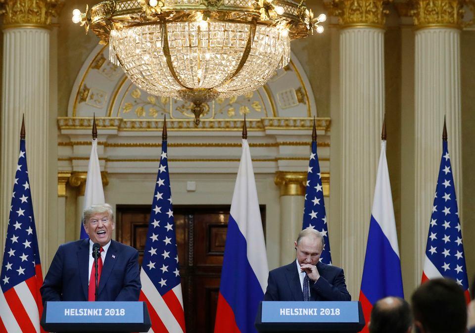 Donald Trump i Władimir Putin na wspólnej konferencji prasowej w pałacu prezydenckim w Helsinkach, 16 lipca 2018 r.