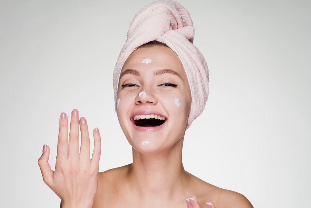 Detromycyna jest preparatem do stosowania bezpośrednio na skórę, występującym w postaci maści. Zaliczana jest do antybiotyków.