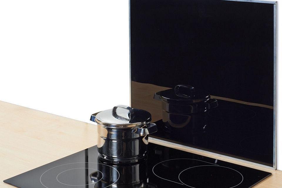 Szklana płyta ochronna na kuchenkę.