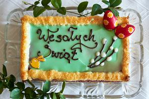 Ciasta na Wielkanoc. Babka piaskowa, mazurek wielkanocny i tradycyjny sernik