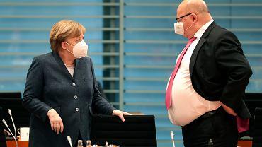Niemcy. 'Grupa mędrców' tnie prognozy PKB. Na zdjęciu kanclerz Angela Merkel i minister gospodarki Peter Altmaier.