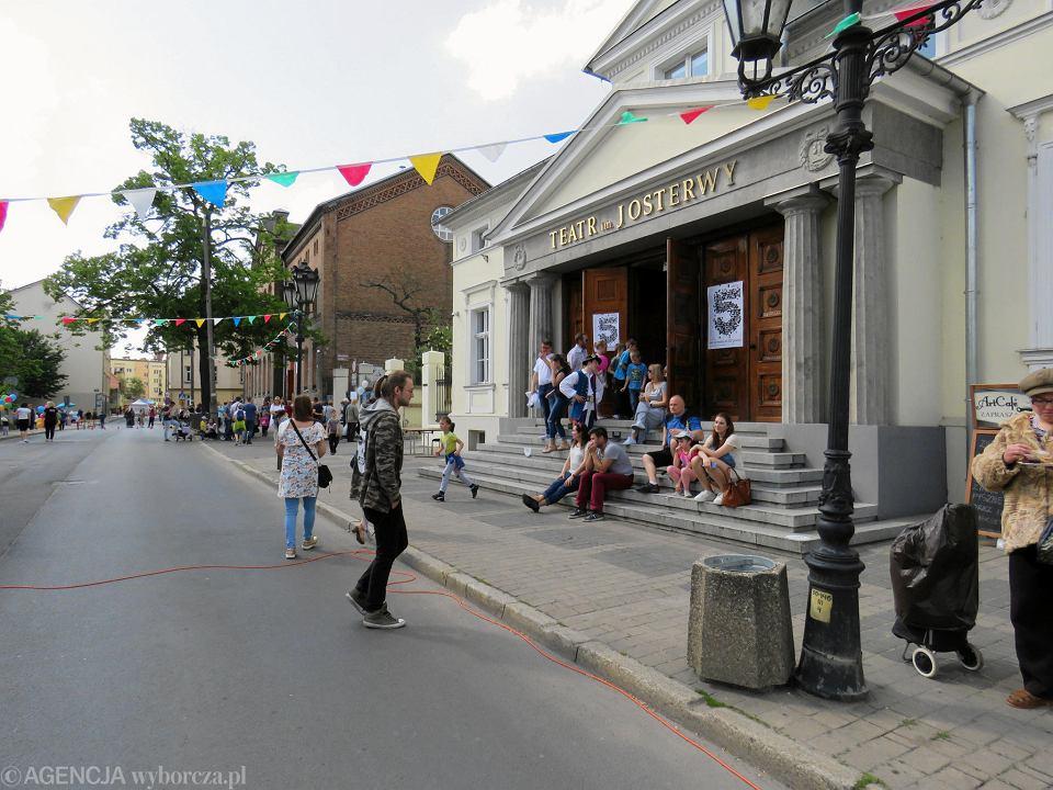 Zdjęcie numer 58 w galerii - Wielka zabawa na niezwykłej ulicy. Teatralna bawi się na całego [ZDJĘCIA]