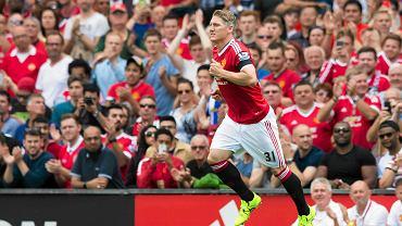 Bastian Schweinsteiger wchodzi na boisku w meczu Manchesteru United z Tottenhamem