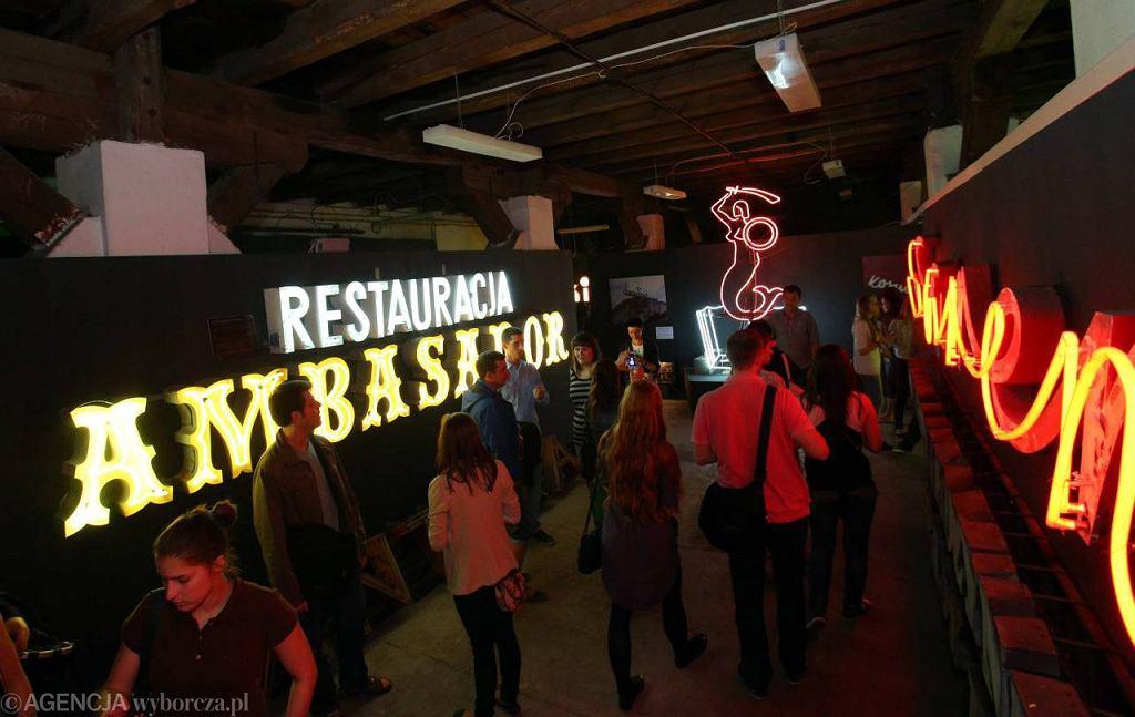 Zwiedzanie Muzeum Neonów w ramach Nocy Muzeów / Fot. Kuba Atys / Agencja Gazeta