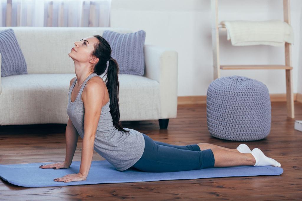 Ćwiczenia na plecy - jeśli często bolą Cię plecy, spróbuj wykonać kilka przeprostów.
