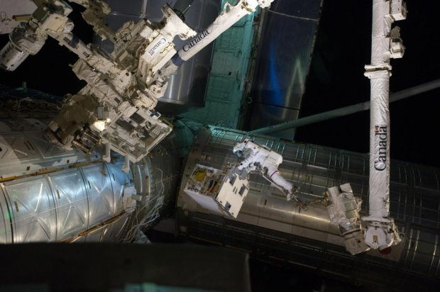Zdjęcie numer 0 w galerii - Kosmiczne spacery wczoraj i dziś