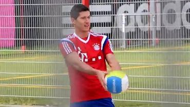 Robert Lewandowski gra w siatkówkę