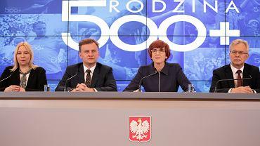 """Konferencja prasowa, na której zaprezentowano założenia programu """"Rodzina 500 plus"""""""