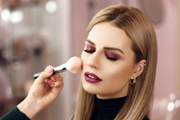 Mocny makijaż jest odpowiedni na większość dużych uroczystości. Zdjęcie ilustracyjne, Dmitry_Tsvetkov/shutterstock.com