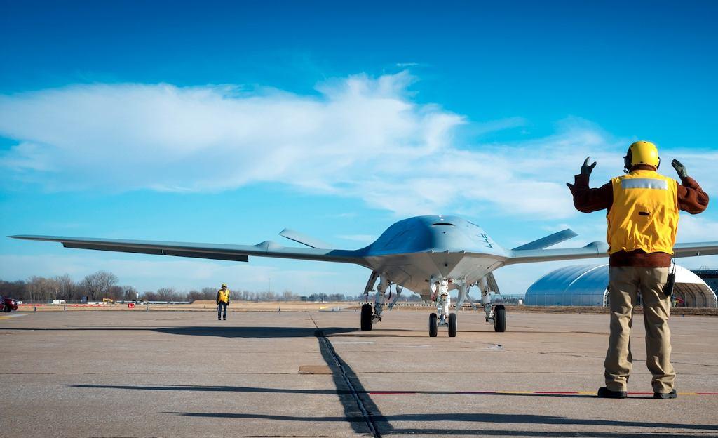 Dron MQ-25 koncernu Boeing