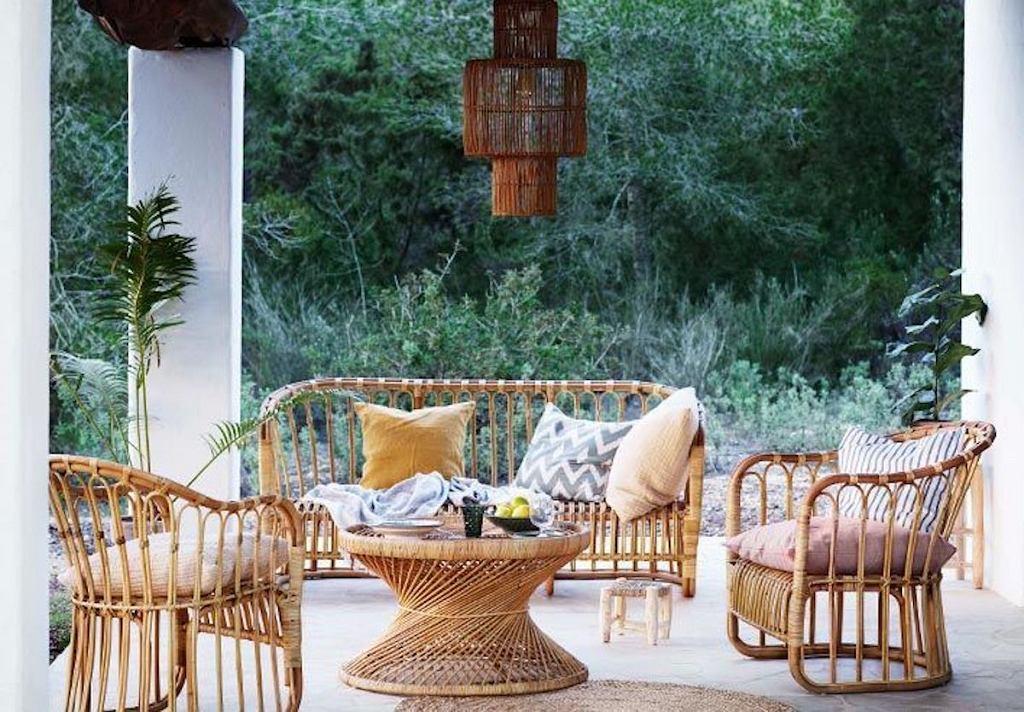 Akcesoria na balkon i do ogrodu, które pozwolą stworzyć stylową strefę wypoczynku i pomogą w lepszej organizacji przyjęć na świeżym powietrzu.