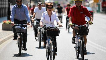 Hanna Gronkiewicz-Waltz podczas oficjalnej inauguracji systemu rowerów miejskich Veturilo