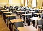"""""""Gorączka może być objawem stresu"""". Czy maturzysta może nie zostać wpuszczony na egzamin?"""
