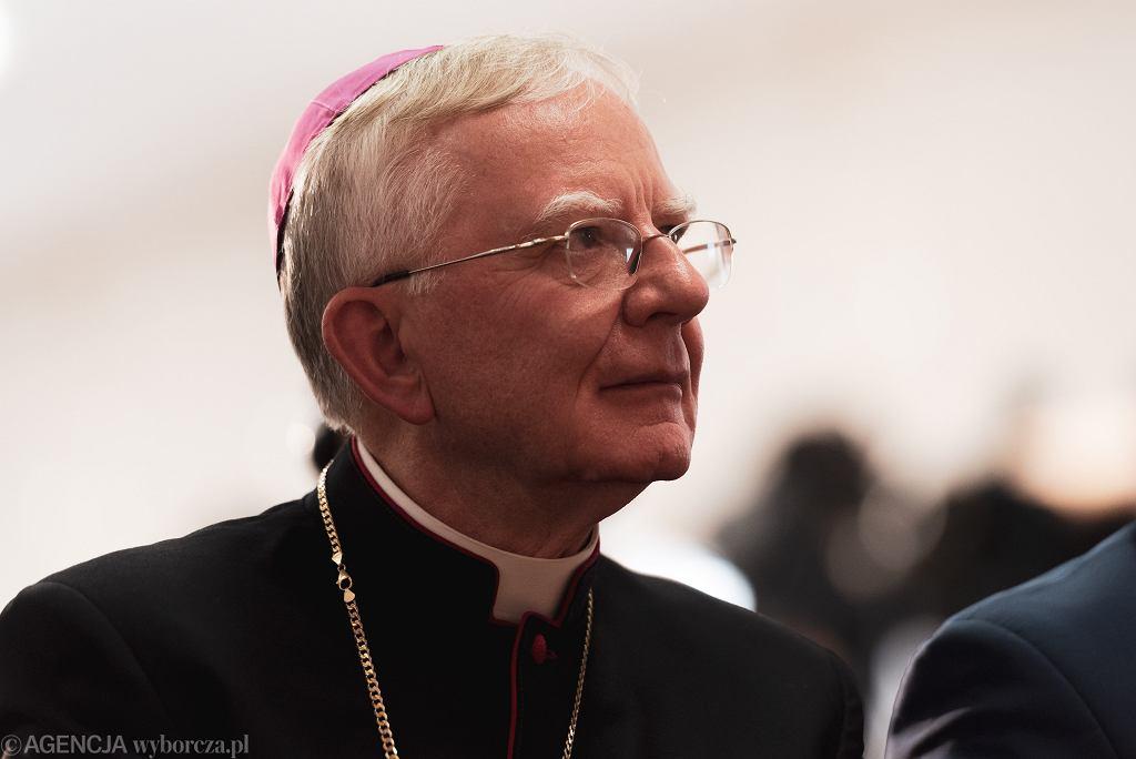 Abp Jędraszewski w 'Niedzieli': młodzi zatęsknią za Kościołem i powrócą