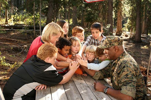Małolaty na obozie