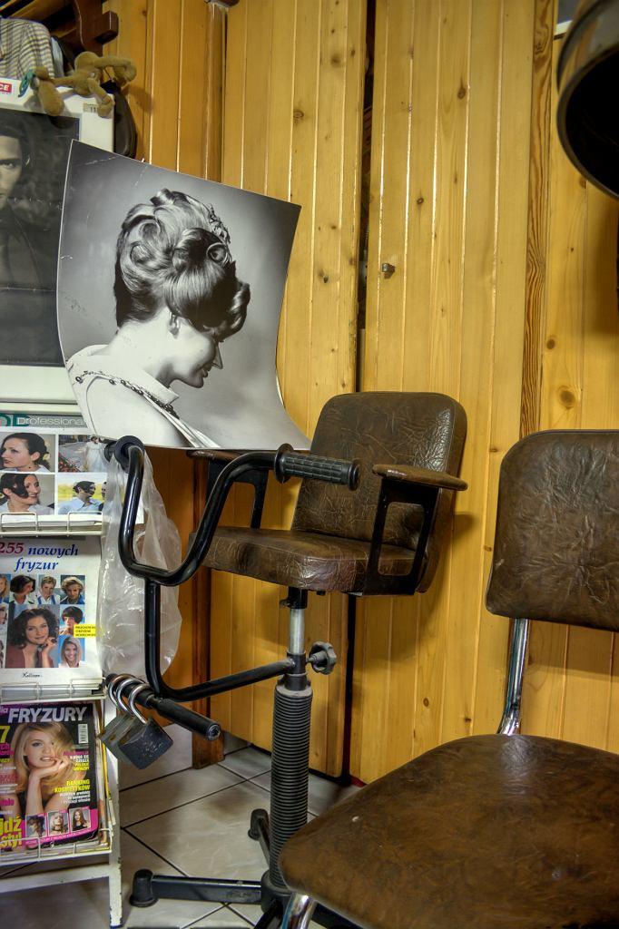 Zakład fryzjerski przy ul. Koszykowej 64.