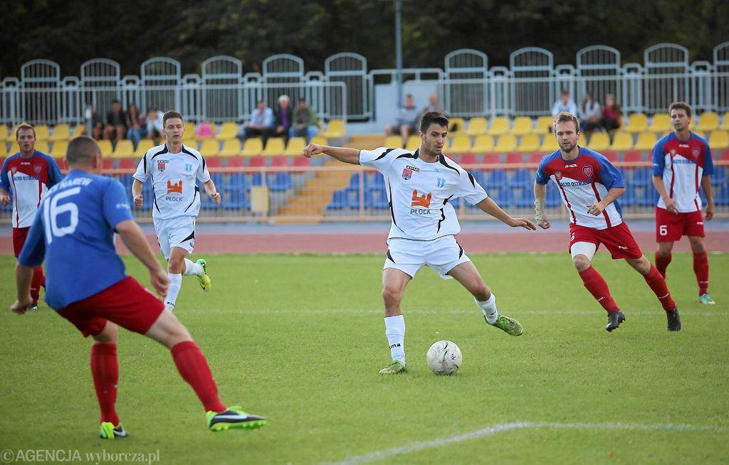 Piłka nożna, IV liga. Wisła II Płock - Narew Ostrołęka 1:2