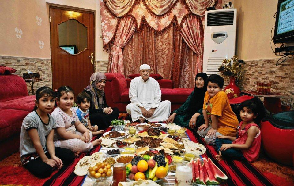 Ramadan to dla muzułmanów bardzo szczególny miesiąć, podczas którego wiernych, od świtu do zmierzchu, obowiązuje zakaz jedzenia, picia, palenia tytoniu i utrzymywania stosunków seksualnych. Dopiero po zachodzie słońca przychodzi czas na posiłek zwany w islamie
