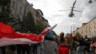 Białystok. Śmigłowiec Straży Granicznej leciał niebezpiecznie nisko nad głowami uczestników Marszu Równości