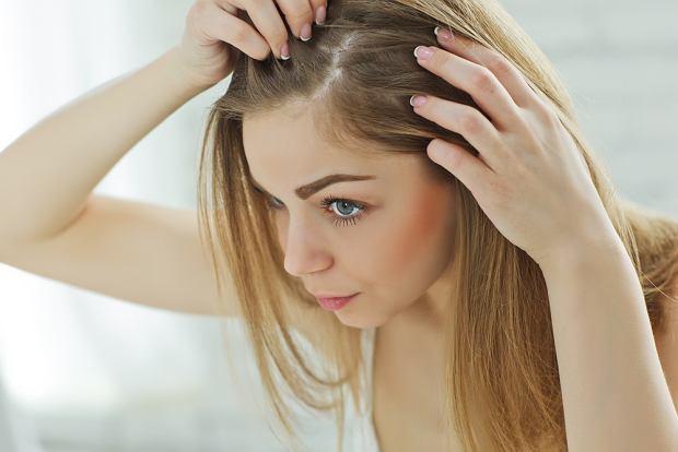 Po porodzie możesz stracić nawet 30 procent włosów. Dlaczego tak się dzieje i czy można temu zaradzić?