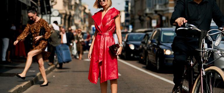 Ta czerwona sukienka na lato robi wrażenie! Nic dziwnego, że kobiety oszalały na jej punkcie