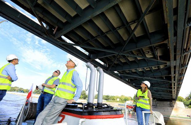 Zdjęcie numer 29 w galerii - Dziennikarze sprawdzali, jak przebiega rozbudowa starego mostu za 123 mln zł [GALERIA]