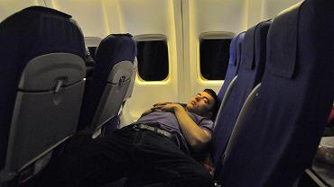 Spanie w podróży to świetny sposób na to, by minęła szybciej, ale warunki nie zawsze temu sprzyjają