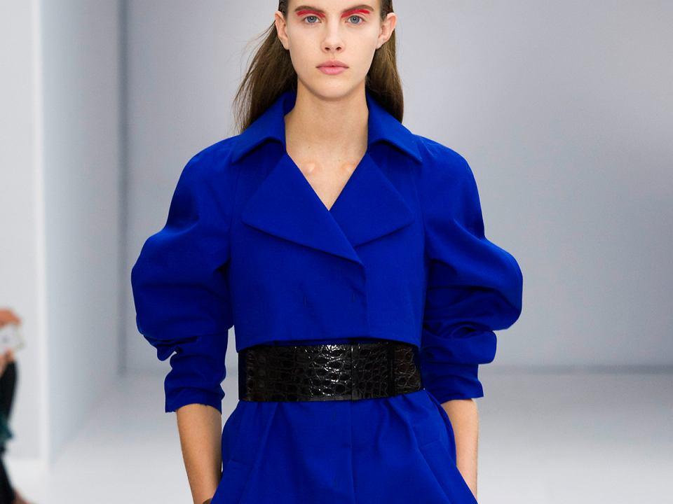 kobaltowa sukienka Salvatore Ferragamo
