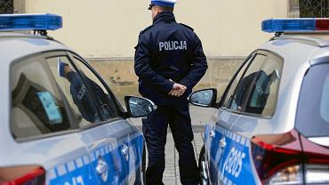 Przełożeni grożą chorym policjantom cofnięciem awansu